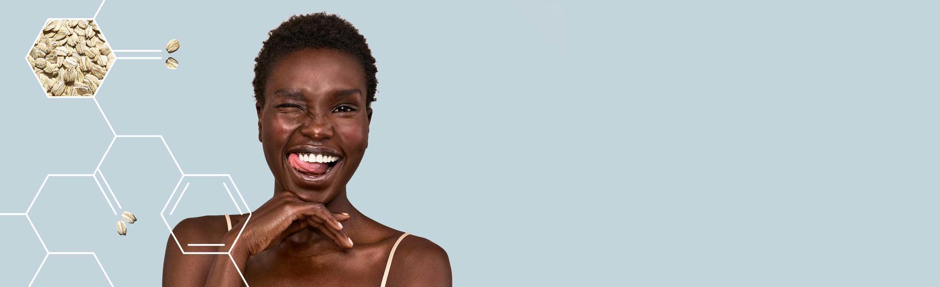 mujer feliz experimentando alivio de la piel gracias a los productos aveeno