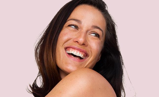 maxglow y aveeno positively radiant para piel madura y piel radiante en mujeres maduras